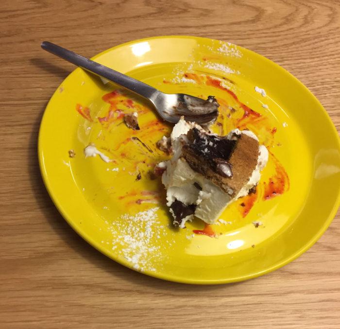Minu kook näiteks jäi lauale puutumatuna, selle ühe amspu võtsin Meelise koogist.