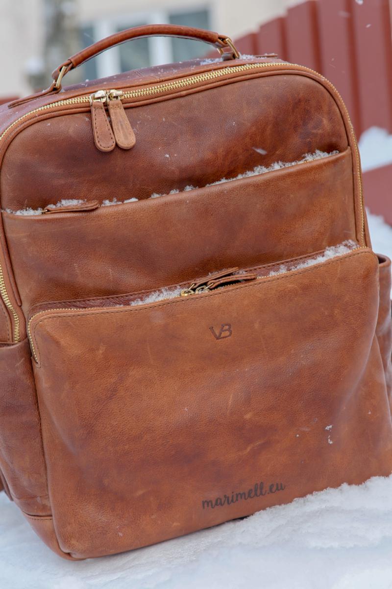 5bcfaa61609 Nüüd on mul kogu komplekt koos. VonBaeri seljakott, käekott, kaarditasku..  Meelisel sama – seljakott, rahakott. Jõuluvanal rihm ja kaarditasku.